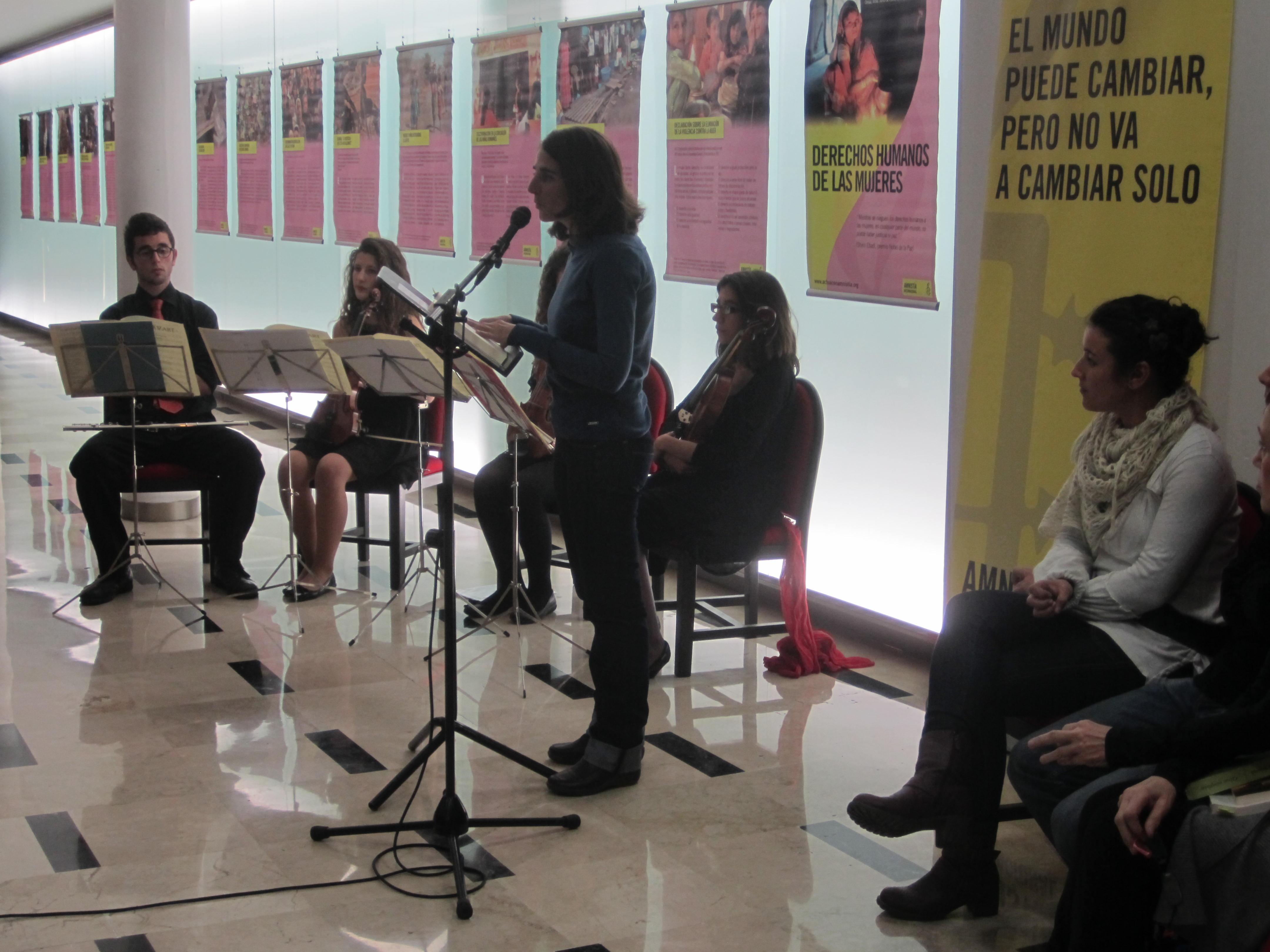 Exposición 'Derechos humanos de las mujeres' organizada por Amnistía Internacional. Granada, febrero de 2013